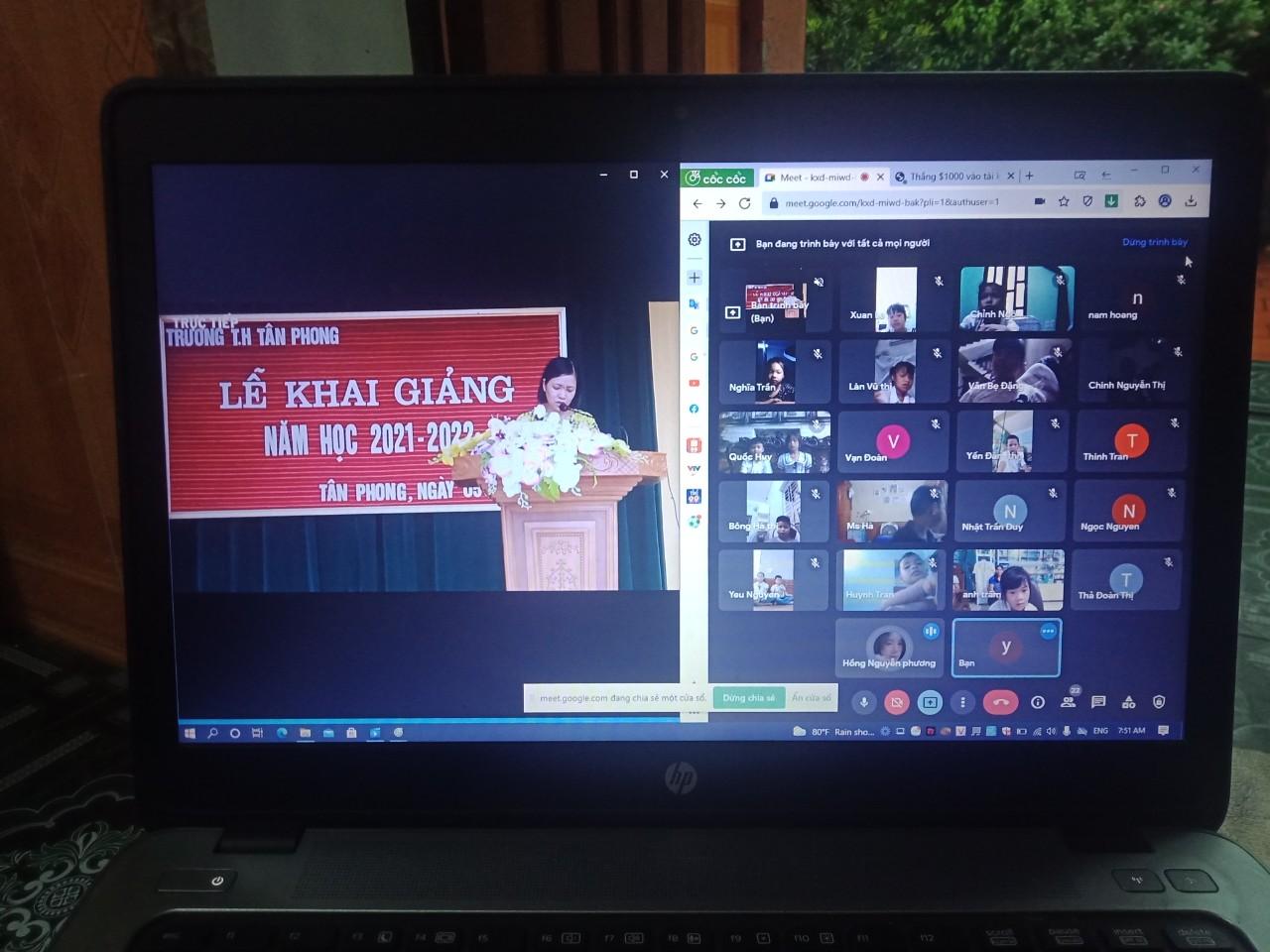 Đ/C Nguyễn Thị Hồng Thắm Chủ tịch Công đoàn trường đọc thư của Chủ tịch nước.